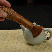chổi trà dùng để quét ấm trà bằng gốc tre tự nhiên