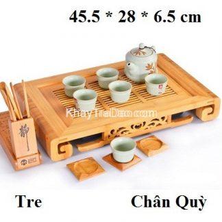 khay trà tre kiểu dáng chân quỳ đựng ấm chén trà bền đẹp bên dưới có khay hứng nước
