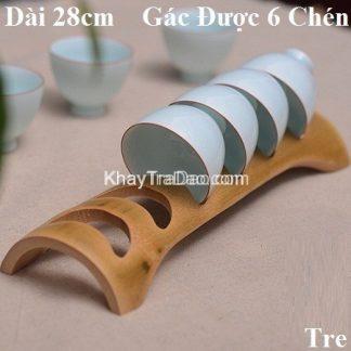 giá gác ly chén bằng ống tre khoét hình bán nguyệt cài chén đẹp