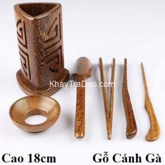 dụng cụ pha trà gồm nhiều trà cụ bằng gỗ cánh gà kèm ống đựng hình tam giác đẹp