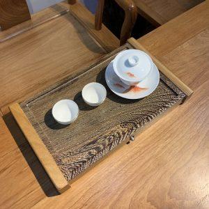 Khay trà gỗ nguyên khối cánh gà bày ấm chén trà bền đẹp cỡ nhỏ xinh 38x22cm.
