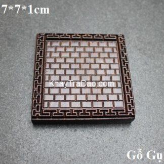 đế chén trà gỗ gụ hình vuông khắc kẻ caro đẹp chống trơn dùng để lót ly trà