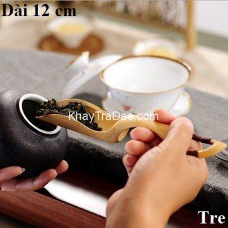 xúc trà tre với kiểu dáng cong ôm trà dễ múc trà không bị vãi xt03