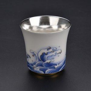 chén bạc sứ cảnh đức vẽ tay sóng tráng bạc 999 bên trong dáng cao giữ hương tốt.