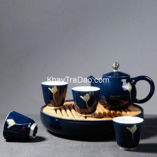 bộ ấm trà có khay đựng gốm men lam cao cấp họa tiết sen rất đẹp