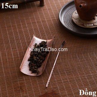 cung nhãn trà đồng dáng đốt trúc có cả gạt trà dùng để bày trà đẹp