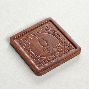 đế chén trà tre khắc họa tiết thiền dáng vuông dùng để lót ly trà rất đẹp 6,5cm