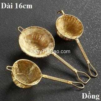 lọc trà đồng bằng đồng thau màu vàng đẹp dạng cán dài dễ cầm bền đẹp