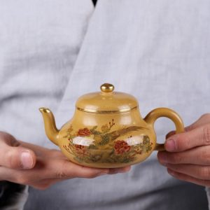 ấm pha trà tử sa dáng tư đình nguyên khoáng đoàn nê nghi hưng hoạ phụng bên mẫu đơn 200ml.