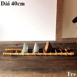 giá gác ly trà bằng tre hình cái thang úp được nhiều loại cốc chén