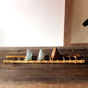 giá gác ly trà bằng tre hình cái thang úp được nhiều loại cốc chén dài 40cm