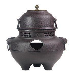 Bếp đun nước pha trà bằng gang nấu bằng củi hoặc than hoa đều được dùng gáo múc nước cao cấp