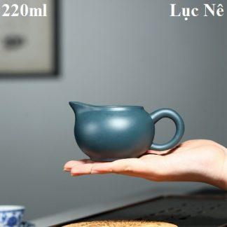 chung trà tử sa dùng làm chén tống chia trà dễ cầm và dễ rót 220ml