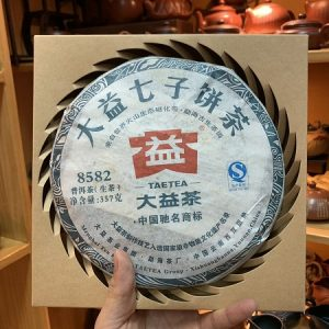 Trà phổ nhĩ sống Vân Nam năm 2013 núi Mạnh Hải cổ thụ bánh tròn 357g êm thơm ngon