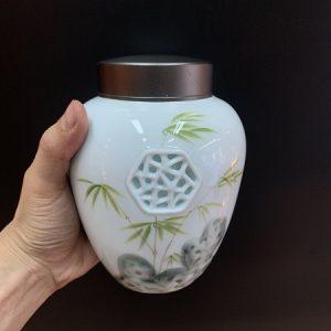 Hũ đựng trà sứ cảnh đức họa trúc vẽ tay thủ công đẹp nắp nhôm xoáy 2 lớp cực khít