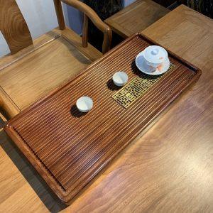 Khay trà gỗ nguyên khối dạng gân nổi bày ấm chén trà đẹp bền vĩnh cửu 70x33cm.
